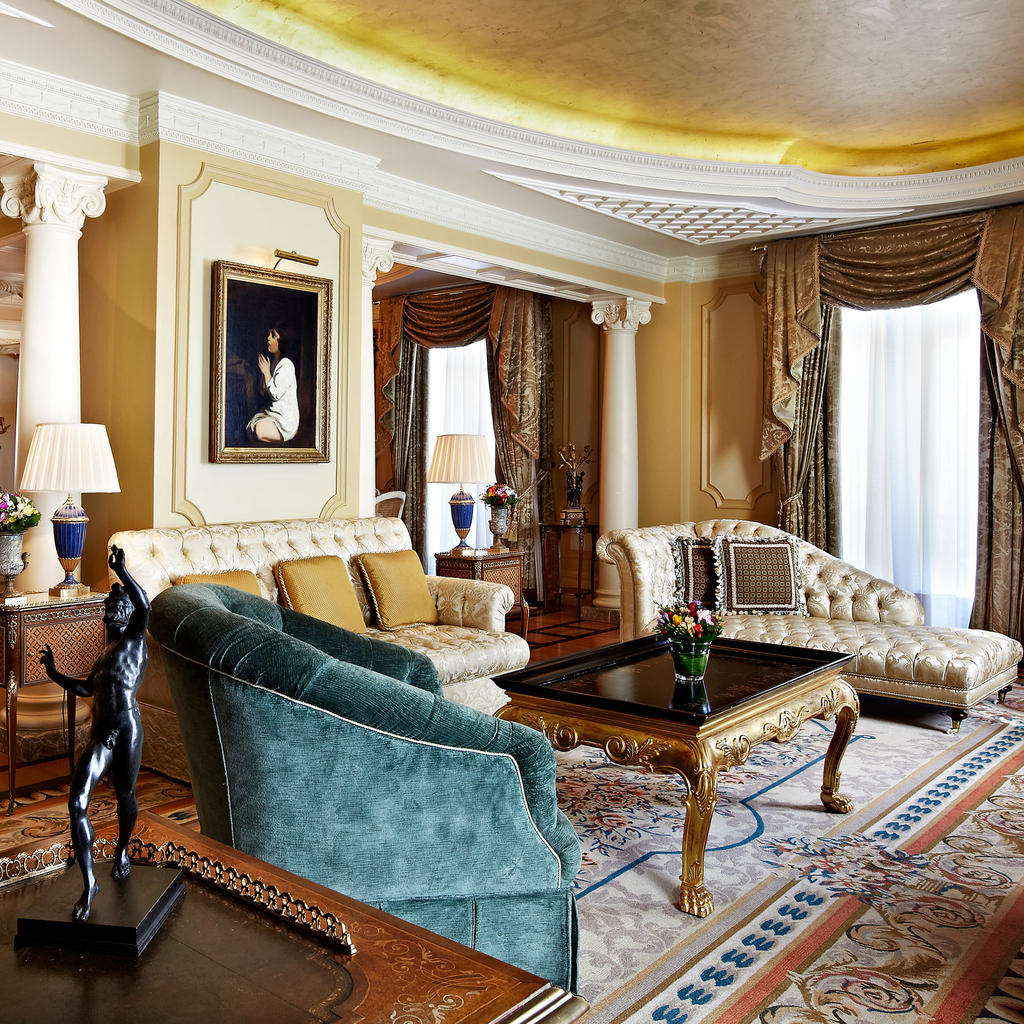 Hotel Grande Bretagne: the elegance of the past