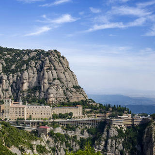 Experience Barcelona and beyond with wine and architecture