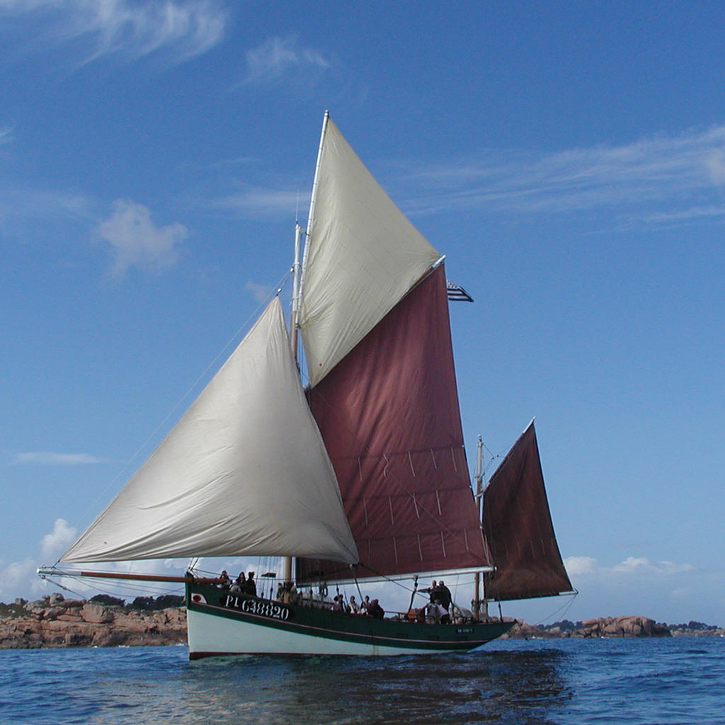 Traditional sailing at Sept-Îles on the Perros-Guirec coast
