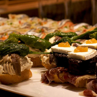 Enjoy specialities from the villages of Hondarrabia and San Sebastián