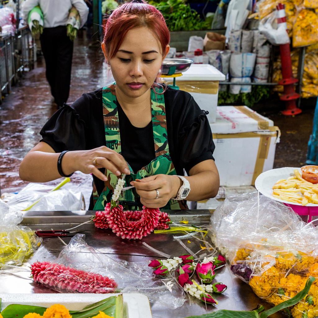 Visit the Pak Klong Talad flower market