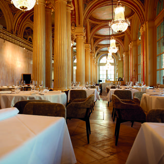 Le Quatrième Mur, the curtain rises on spectacular cuisine