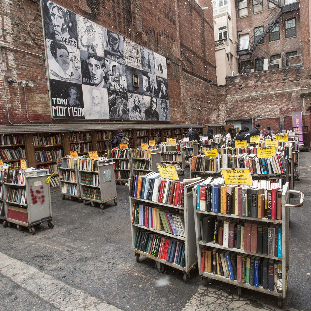 The outside sale lot of the Brattle Book Shop