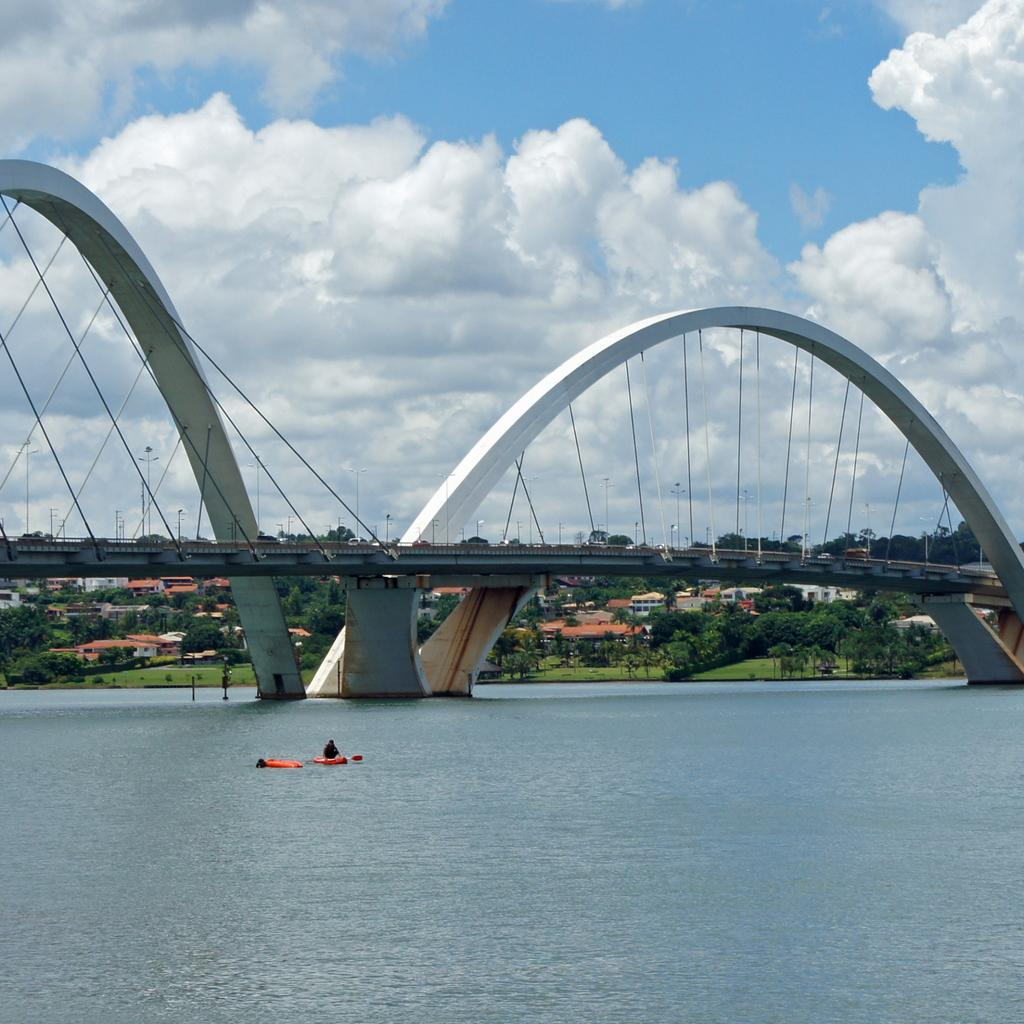 The Juscelino Kubitschek Bridge: asymmetrical crossing