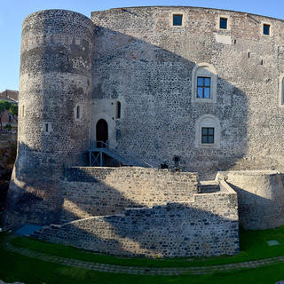 Castello Ursino, the castle that does not crack up