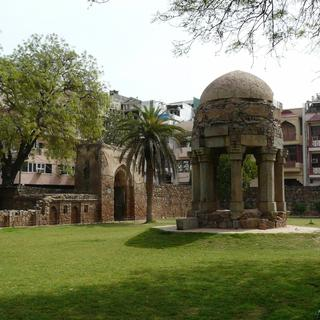 Hauz Khas: a walk in a bohemian neighbourhood