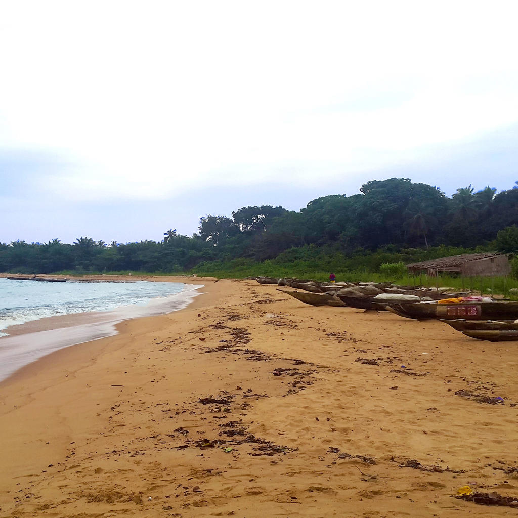 Kribi: a long beach with white sand and waterfalls