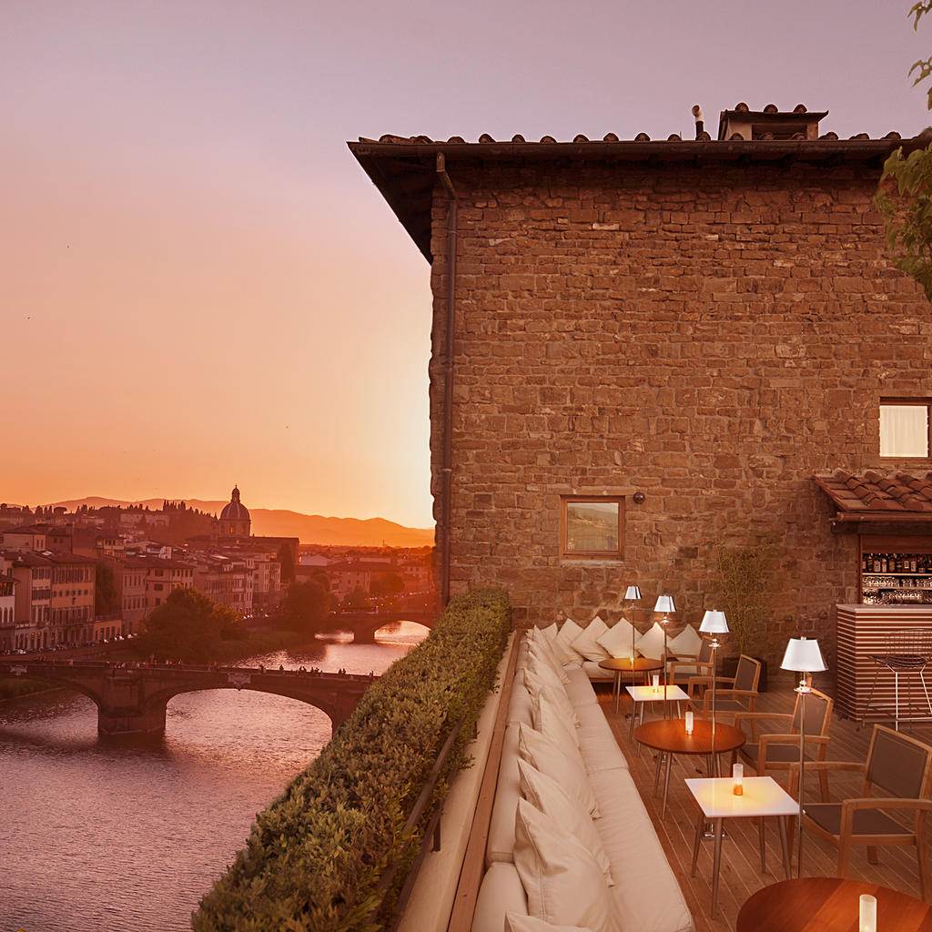 Continentale Hotel: aperitifs on the roof overlooking the Arno