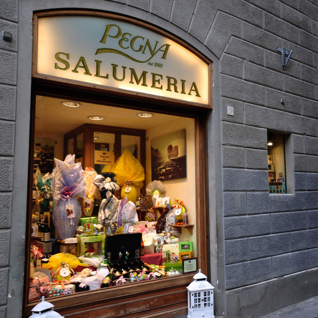 Pegna: where Florentines do their grocery shopping