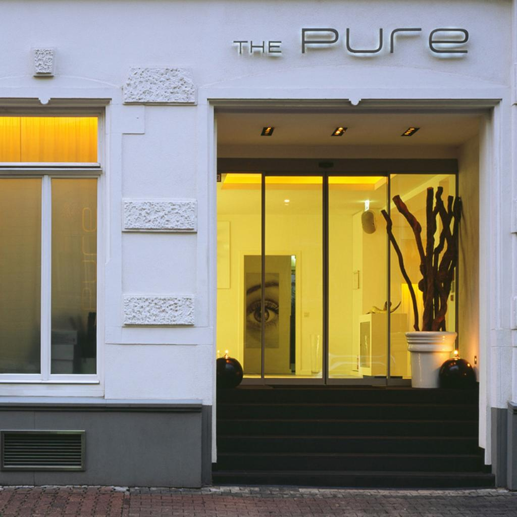 The Pure: minimalist design in white-on-white decor