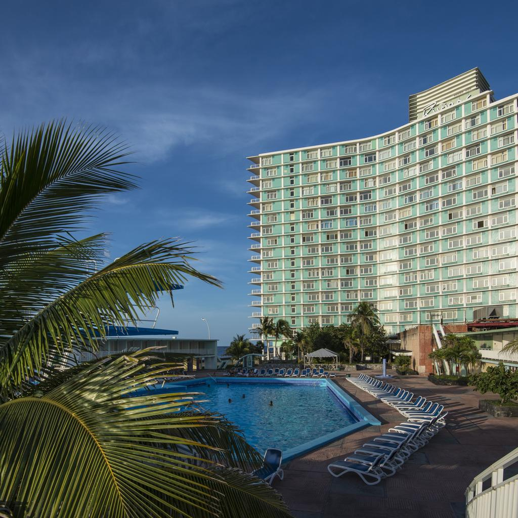 Hotel Riviera: back to the 1950s