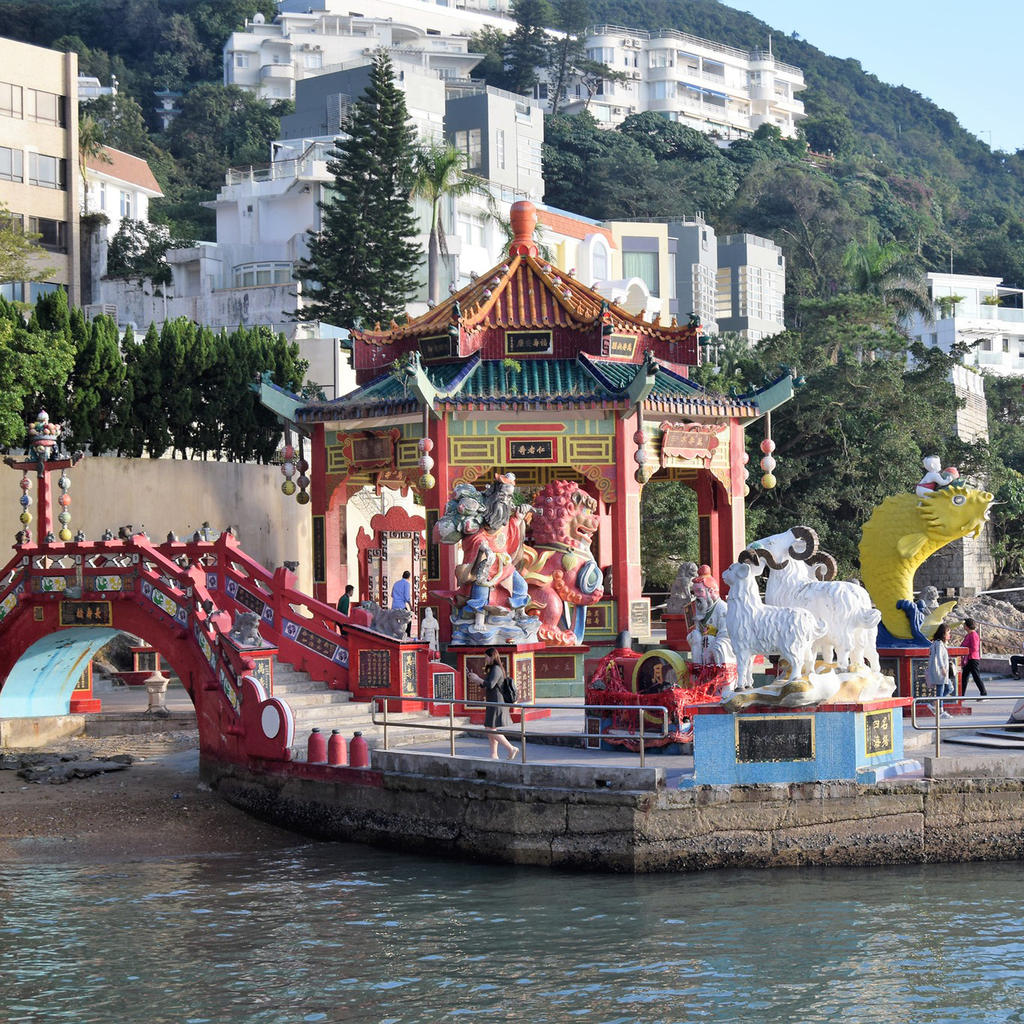 The Tin Hau Temple in Repulse Bay: go into the sea and postpone death