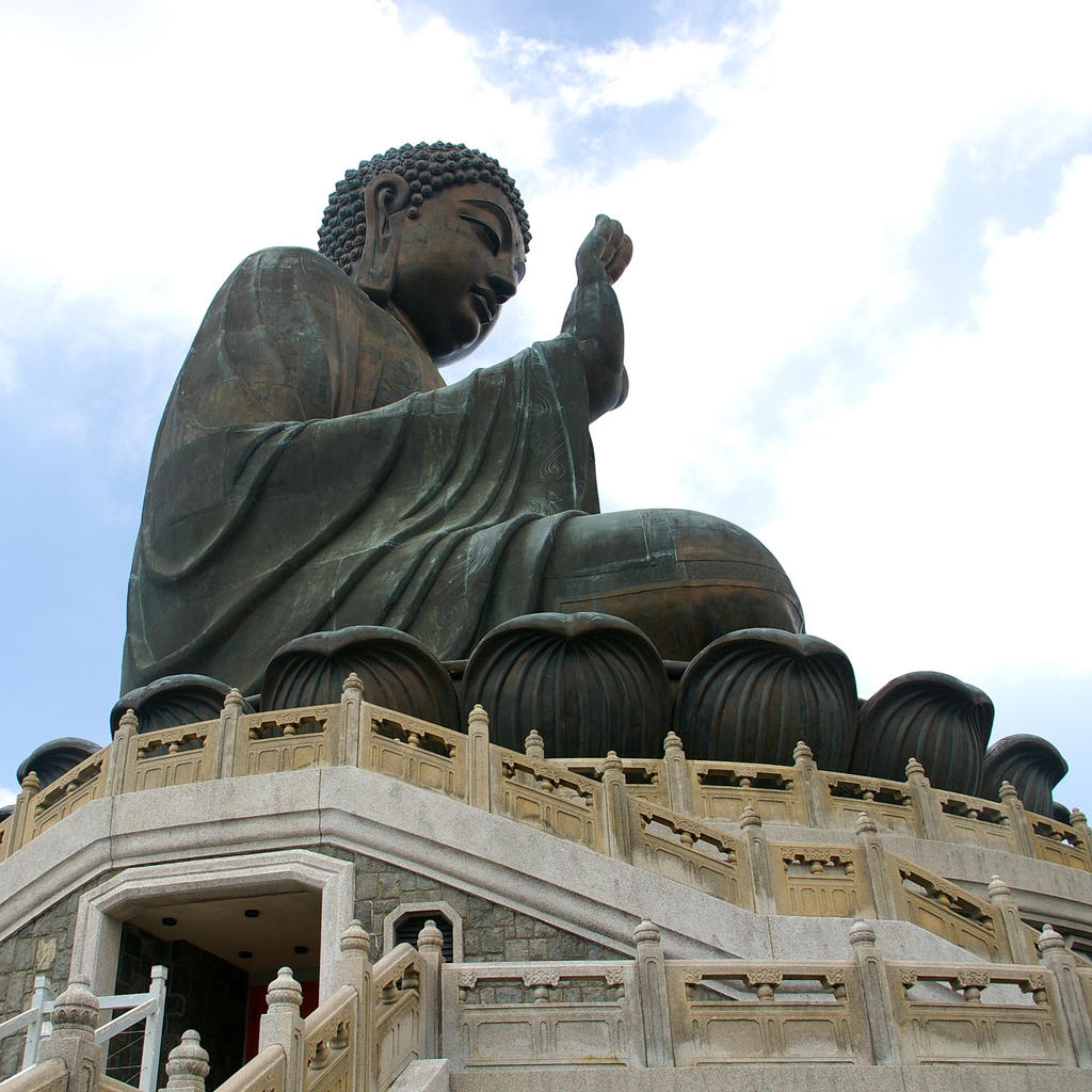 Do not be afraid: the great Tian Tan Buddha will protect you