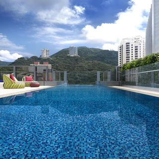 Put on your swimsuit and fly to the Hotel Indigo Hong Kong Island