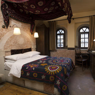 Hotel Empress Zoe: a quaint secret garden