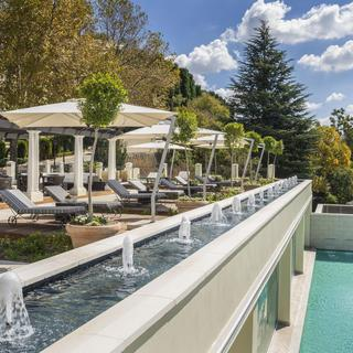 Four Seasons Hotel Westcliff: an exclusive choice