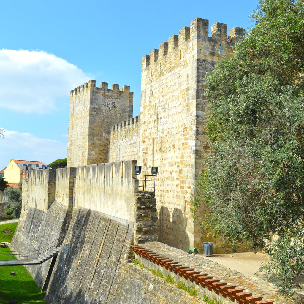 Castelo de São Jorge: a castle in the city
