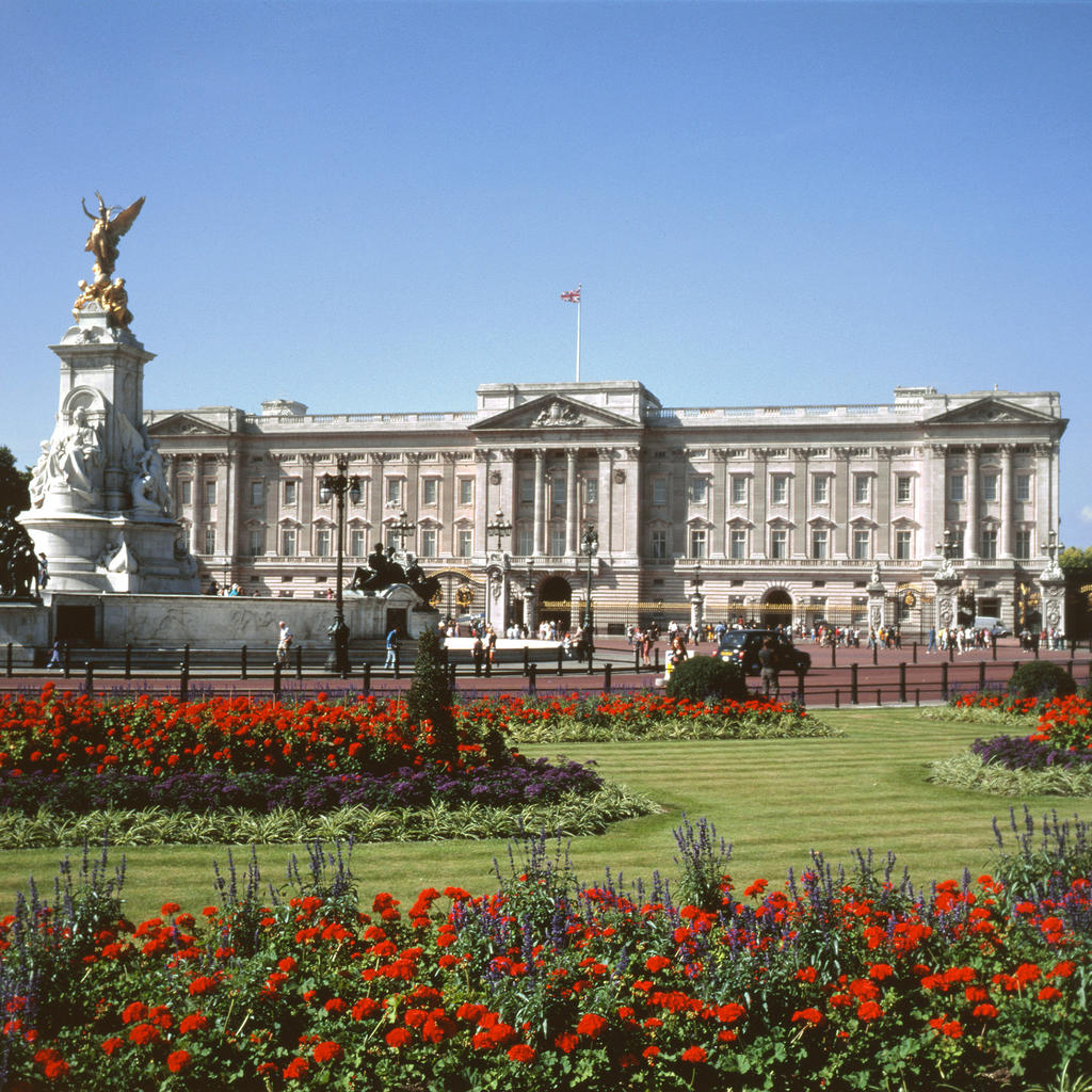 Buckingham Palace: strut your way to the royal family