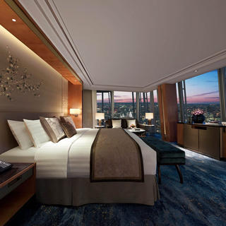 Shangri-La Hotel, panoramic views in the heart of London