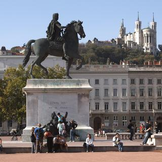 Place Bellecour carries its name well
