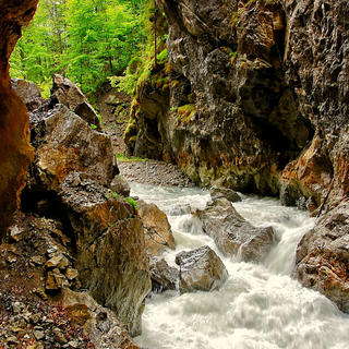 Play the adventurer in the Partnach Gorge