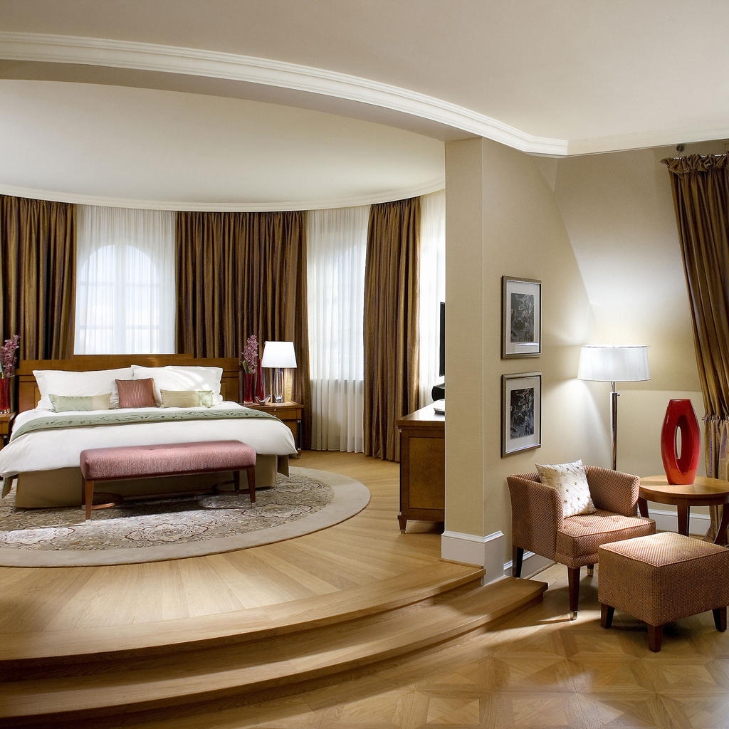 Mandarin Oriental: a five-star hotel in the Old Town