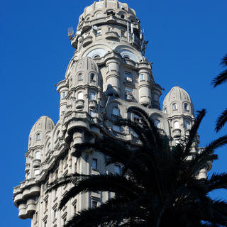 Salvo Palace : the emblem of Montevideo