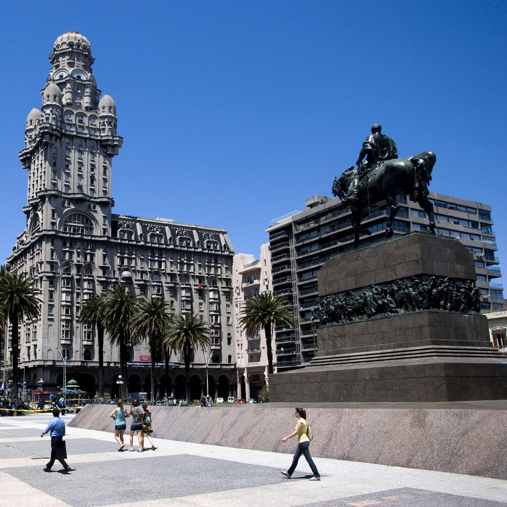Plaza Independencia : the heart of the city