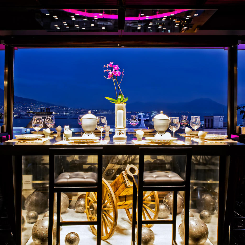 Il Comandante: tables with a view