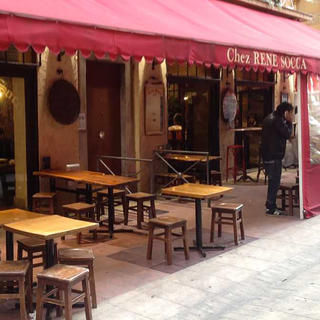 Chez René Socca: a good mood on the tapas stools