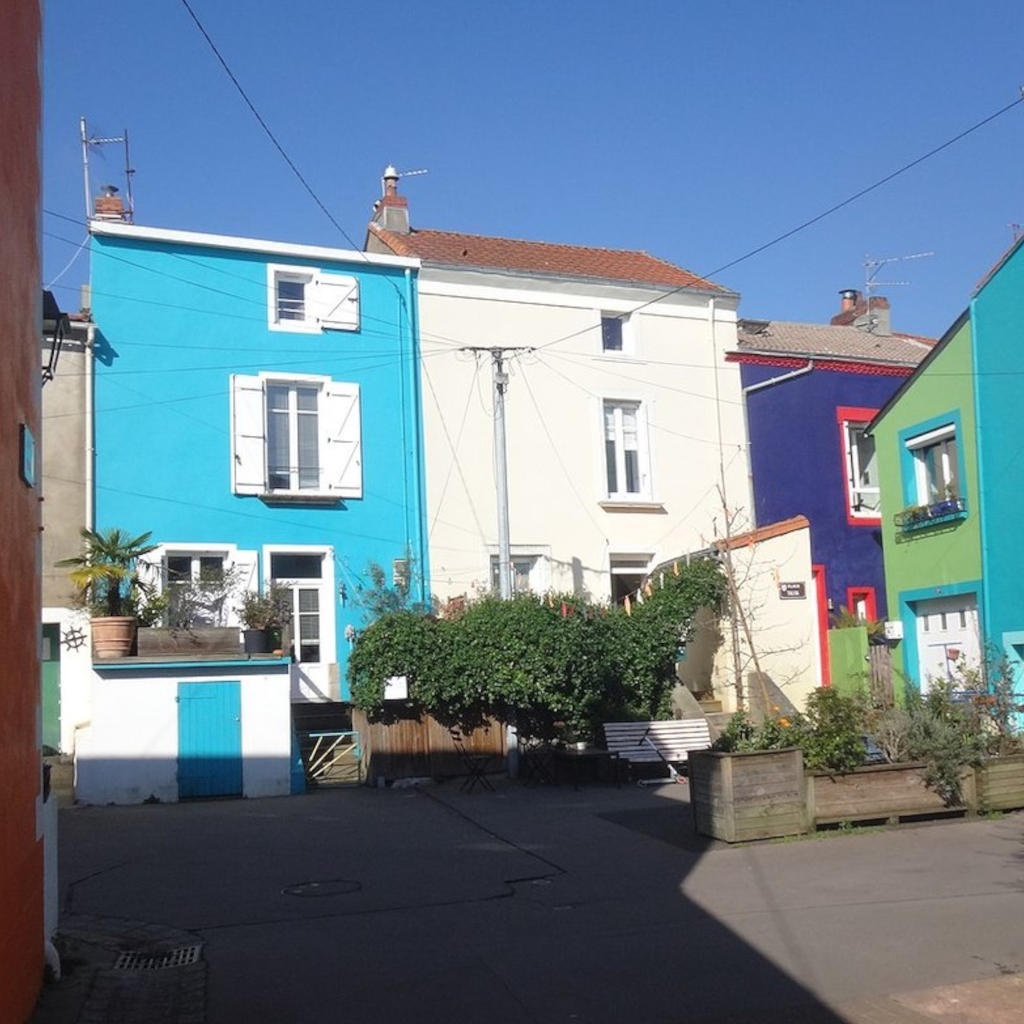 Trentemoult: a colourful fishing village