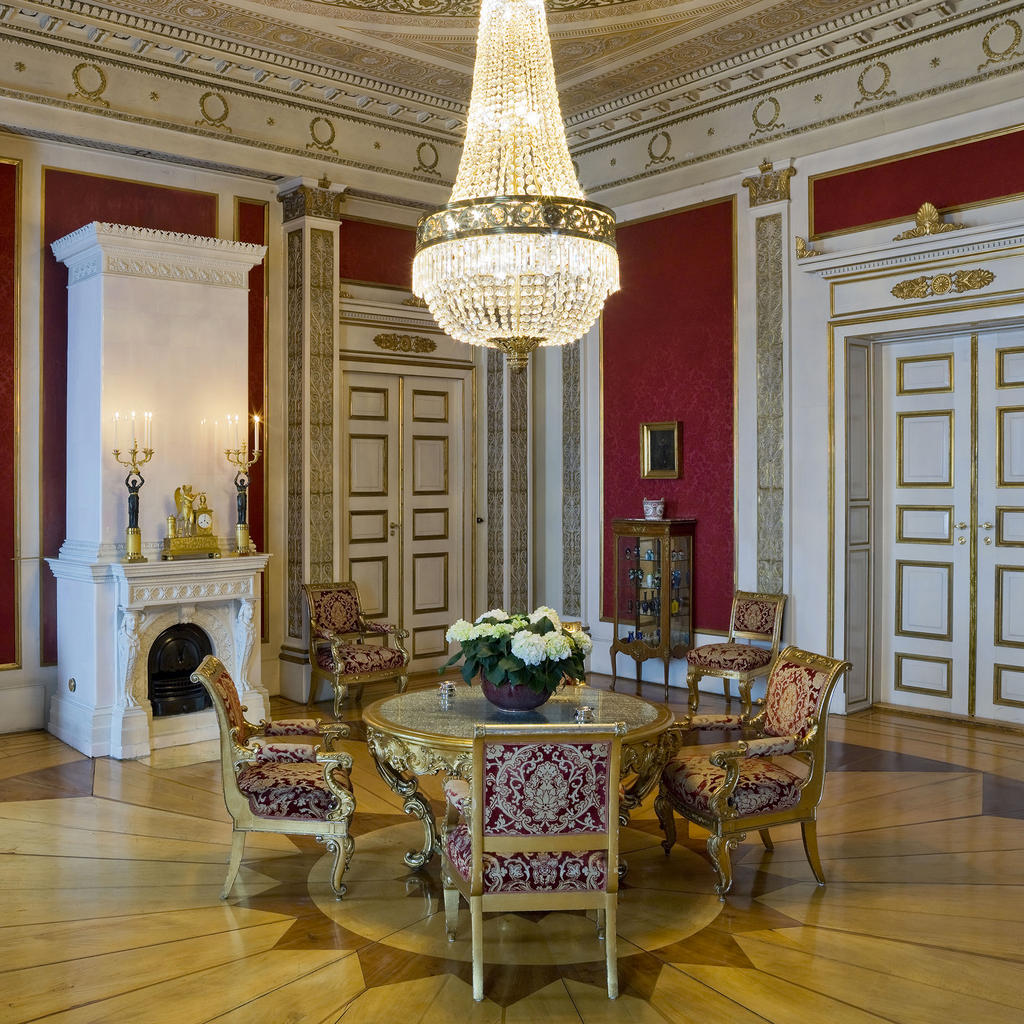 The Norwegian Royal Palace: a must