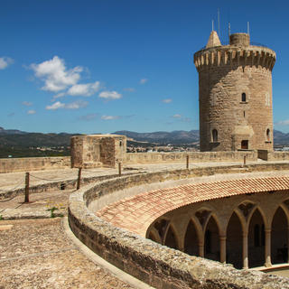 The Castell de Bellver praises the circle