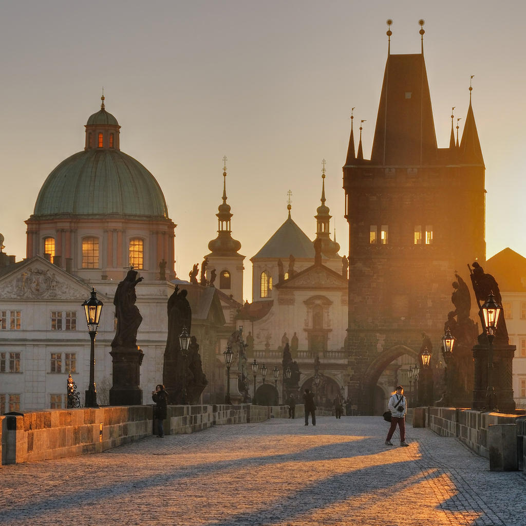 Between two shores: the Charles Bridge