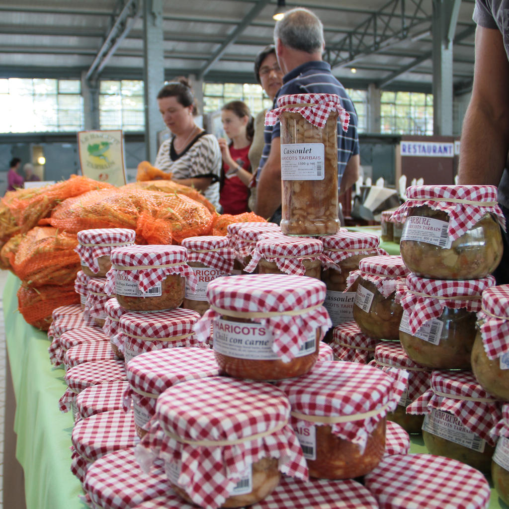 The market of Tarbes: bean season
