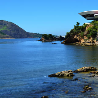 Niterói Contemporary Art Museum: Brazilian art today