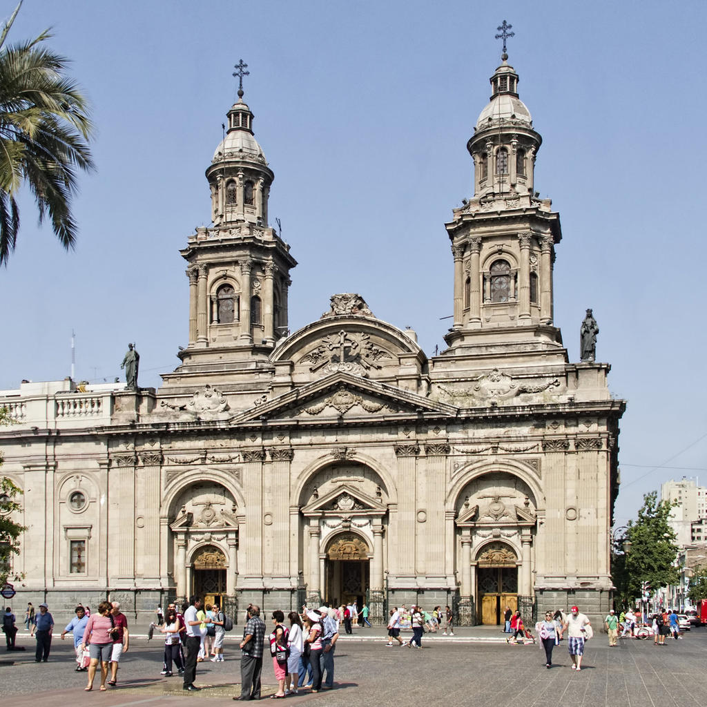 Metropolitan Cathedral of Santiago: a major religious building