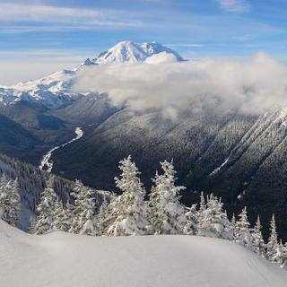 Hiking and cross-country skiing at Mount Rainier