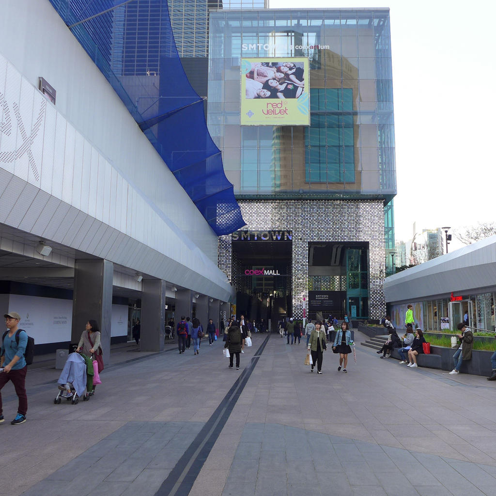 Transform yourself into a K-pop star at the SMT own Coex Artium