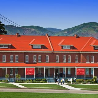 Walt Disney Family Museum, 100 % familiar