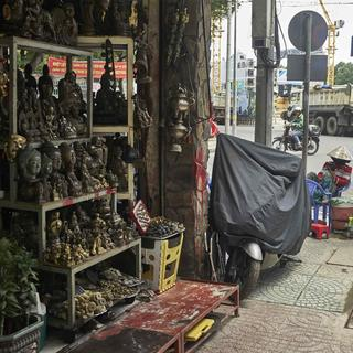 Le Cong Kieu Street: the street of antique shops