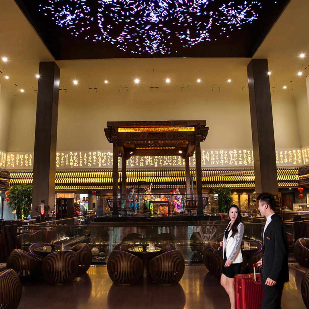 Jumeirah Himalaya Hotel Shanghai: extravagance, delicacy, and a museum