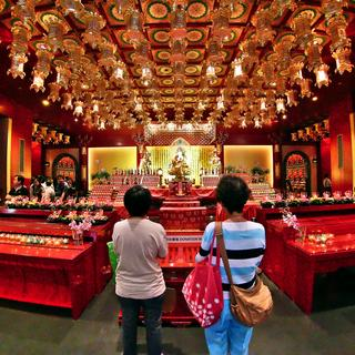 Buddha Tooth Relic Temple: for a moment of meditation