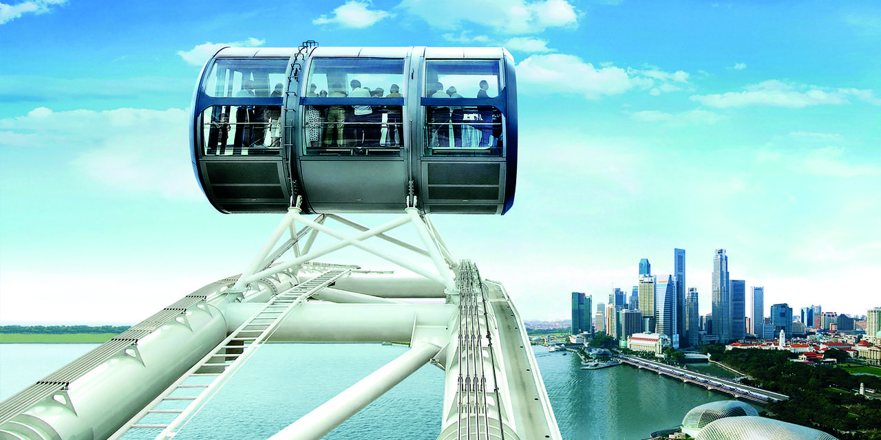 The Singapore Flyer: a giant Ferris wheel with a 360° view