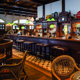 Raffles Long Bar: the origin of the Singapore Sling