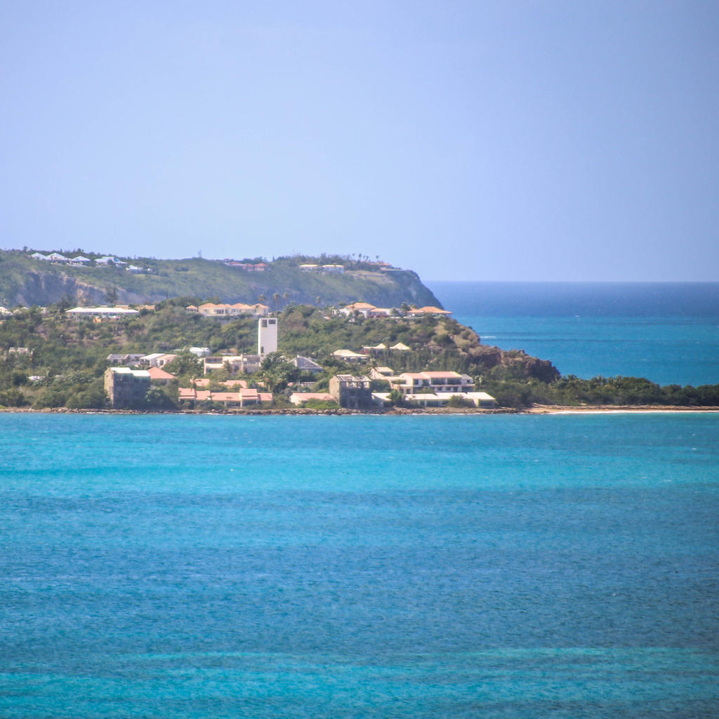 Saint Martin seen from the sea
