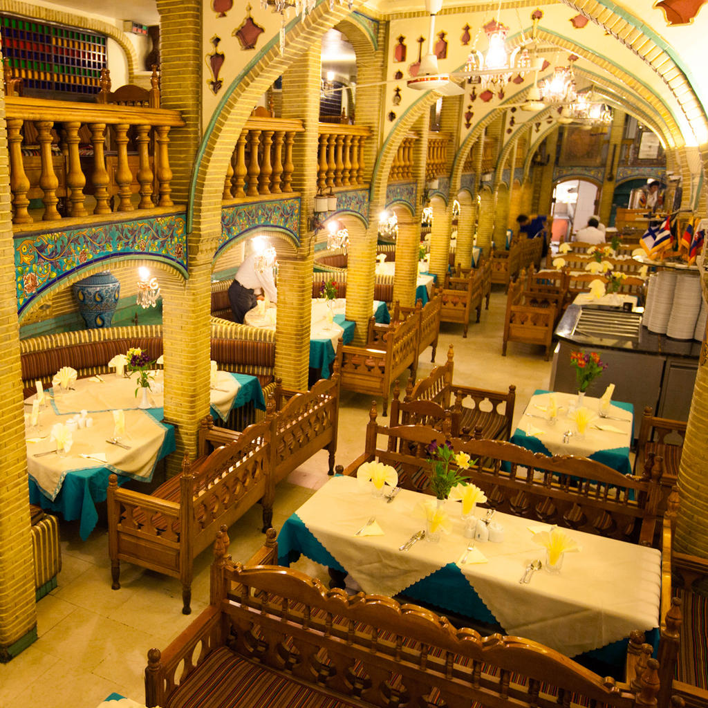 Alighapoo: the restaurant of the country of the Arabian Nights