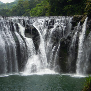 Getaway to the Shifen waterfall