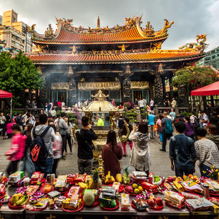 Learn about Taoist and Buddhist rites at Lungshan Temple