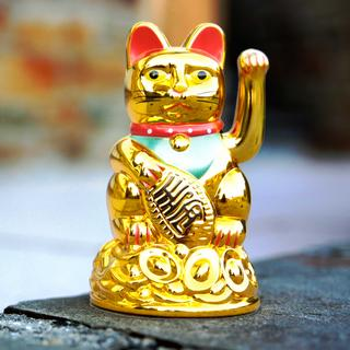 Maneki-Neko Cat Worship at Gotokuji Temple